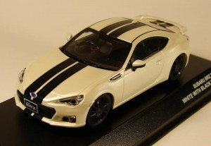 Subaru BRZ 2013 white with black stripes Kyosho 1:43
