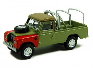 Land Rover Defender 109 khaki