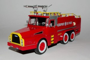 VMA75 Willeme W8 DAE 6x6 Aeroport de Paris Hachette 1:43