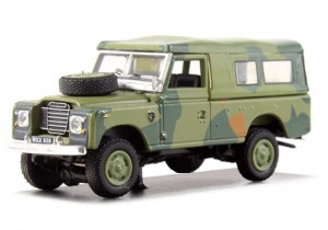 Land Rover Defender 109 military