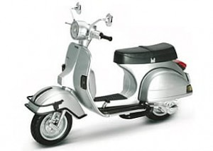 Vespa P200 1978 silver New Ray 1:12