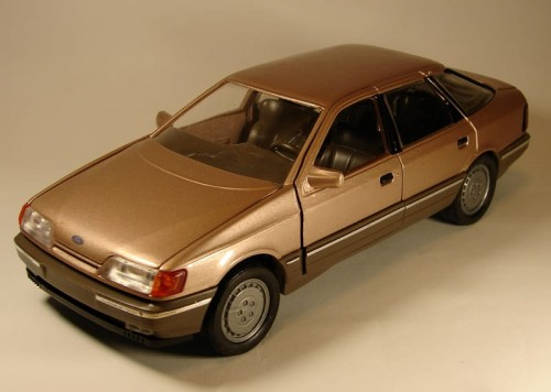 Schabak metalowy model samochodu Ford Scorpio brown-gray.jpg