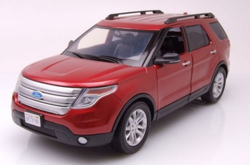 Motormax Ford Explorer XLT 2015 red.jpg